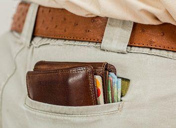 Znalazł portfel i płacił za zakupy cudzymi kartami płatniczymi
