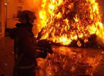 Ogromny pożar byłej cukrowni w Chybiu. MSWiA wydało ostrzeżenie!