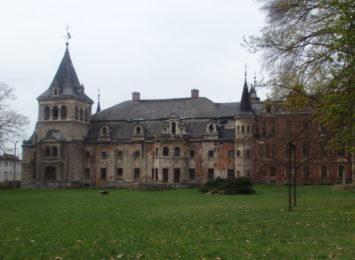 Pomysł na weekend: Zobacz ruiny pałacu w Krowiarkach