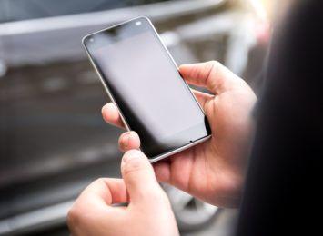 """Uwaga na fałszywe SMS-y o """"nocnej lokacie"""". Ostrzega Izba Skarbowa"""