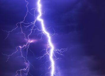 Jak zachować się w czasie burzy? Sprawdź!