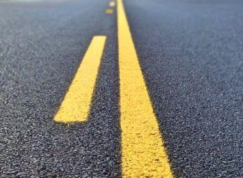 Asfaltowanie ulicy Szkolnej w Skrbeńsku. Kierowcy uważajcie!