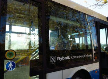 Czy kierowcy autobusów pomagają pasażerom niepełnosprawnym?