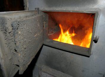 Pożary sadzy w kominie. Jak temu przeciwdziałać? Posłuchaj fachowca [WIDEO]