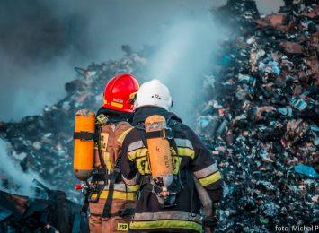 Rybnik: Pożar w sortowni odpadów