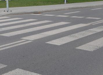 W Pstrążnej brak przejścia przez ruchliwą drogę. Jest potrzebne uczniom szkoły