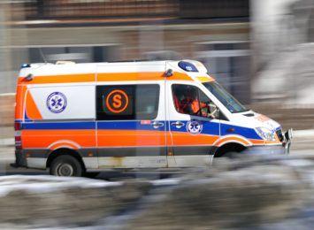Słup telekomunikacyjny spadł na 22-latkę. Kobieta została przewieziona do szpitala