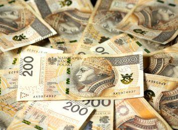 Pieniądze rozrzucone na ulicy. Jastrzębska policja prosi o pomoc w ustaleniu ich właściciela