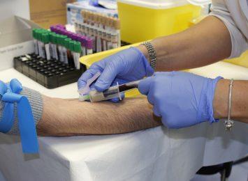 Naukowcy zbadają odporność pracowników służby zdrowia na koronawirusa