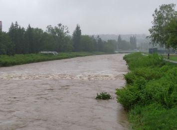 Beskidy: Przybiera woda w rzekach. Wojewoda ogłasza pogotowie przeciwpowodziowe