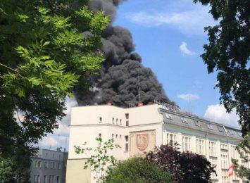 Pożar na dachu Urzędu Miasta w Raciborzu [AKTUALIZACJA,WIDEO]