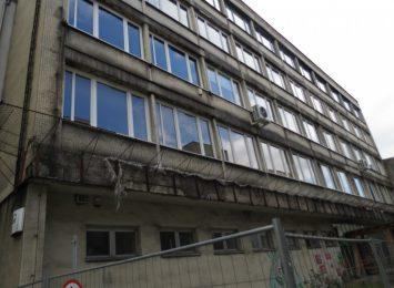 Sypiący się budynek nadzoru budowlanego w Rybniku