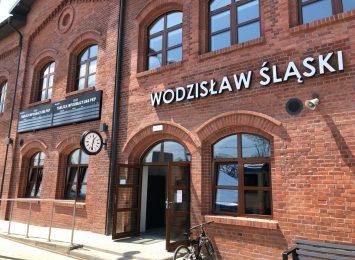 Wodzisław: Trwa dezynfekcja na dworcach. Kolejowym i autobusowym