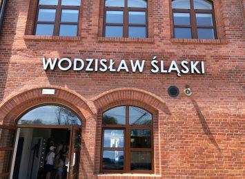 Wyremontowany dworzec kolejowy w Wodzisławiu zalewany jest wodą