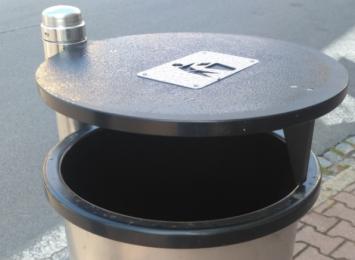 Czeski Cieszyn myje kosze na śmieci