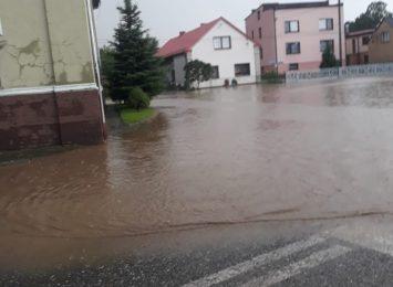 Borucin: Woda i błoto zalały drogę
