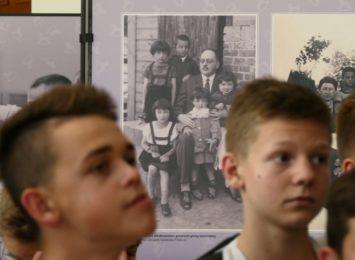'Ukradzione Dzieciństwo' w Raciborzu. Przejmująca wystawa, dokument tragedii [FOTO]