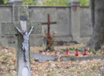 Bramy cmentarne zostały otwarte