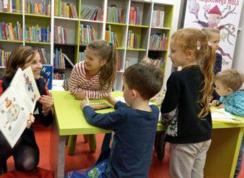 Rodzicu, sprawdź co możesz robić z dzieckiem w bibliotece!