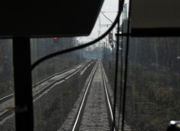 Wypadek w Suszcu. Auto wjechało pod pociąg