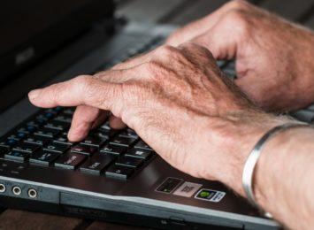 Ruszają zapisy na szkolenia online dla seniorów