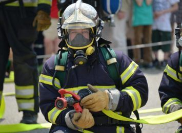 Duży pożar w Knurowie. Paliła się hala magazynowa. Wstępne straty to nawet pół miliona złotych