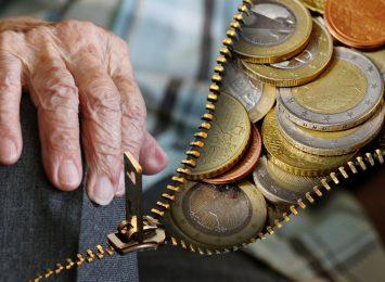 Policjanci ostrzegają przed oszustami. 88-latka okradziona w Jastrzębiu-Zdroju