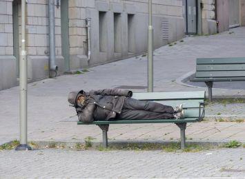 Raciborscy policjanci apelują: Nie bądźmy obojętni na los bezdomnych