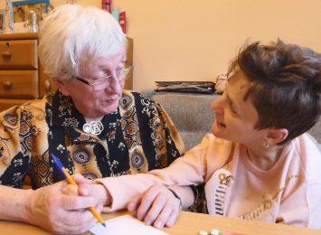 Niepełnosprawna Halina z Wodzisławia i jej cudowna nauczycielka: pani Klara [WIDEO,FOTO]