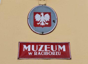 Muzeum w Raciborzu otwarte. Zobacz dawne pocztów z powiatu raciborskiego