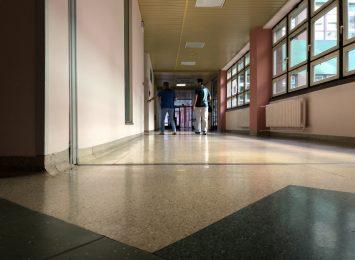 Szpitale zakazują odwiedzin lub je ograniczają. Sprawdzamy sytuację w całym regionie