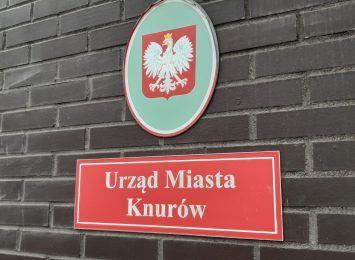 Dworzec PKP i wieża ciśnień w Knurowie czekają na remont. Jest petycja w tej sprawie. Co na to miasto?