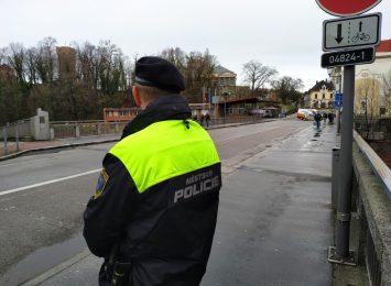 Straż czeskiego Cieszyna informuje na przejściu granicznym o koronawirusie