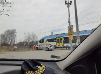 Wodzisław: auto utknęło między szlabanami