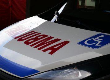 Kornowac: Samochód staranował słup na remontowanej drodze. Dlaczego kierowca zjechał?