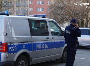 Policjanci z Knurowa szukają sprawców kradzieży portfela [FOTO]