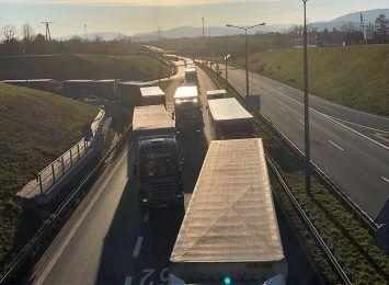 Inspektorzy przypominają: W wakacje ciężarówki mają ograniczenia