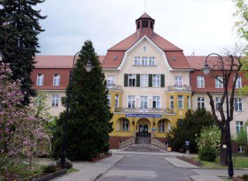 Zasady odwiedzin w szpitalu w Knurowie: Tylko do pacjentów w stanie ciężkim i na oddział położniczy