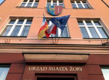 Jak działa Internetowy System Kolejkowy w Urzędzie Miasta w Żorach?