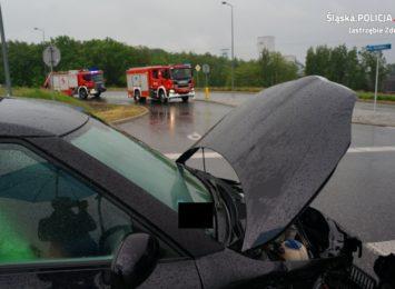 Zderzenie czterech aut w Jastrzębiu. Na śliskiej od deszczu drodze [FOTO]