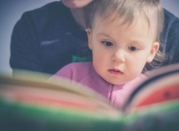 """Projekt """"Mała książka – wielki człowiek"""". Kolejne wyprawki dla najmłodszych czytelników raciborskiej biblioteki"""