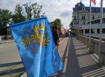 Marsz milczenia w Cieszynie. To cichy protest przeciwko czeskim decyzjom [LIVE]