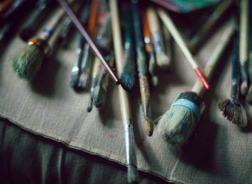 """Wystawa """"Pierwsze spojrzenie"""". Zobacz prace uczniów Niepublicznego Liceum Sztuk Plastycznych w Cieszynie"""