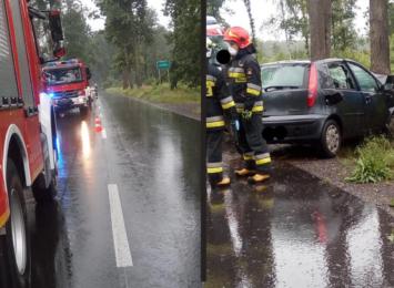 Ostrożnie na drogach! Samochód uderzył w drzewo pomiędzy Kuźnią Raciborską a Nędzą
