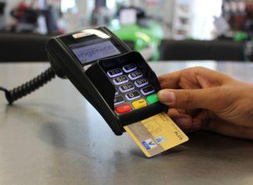 30 zarzutów za włamania na karty kredytowe. Za popełnione przestępstwa mężczyźnie grozi nawet do 10 lat więzienia