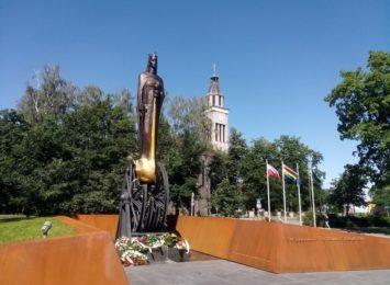 Pomnik świętej Barbary już stoi. To patronka Knurowa