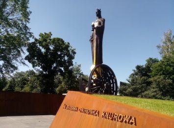 Święta Barbara patronka Knurowa. Jej figura stoi naprzeciw budynku dyrekcji kopalni Knurów- Szczygłowice