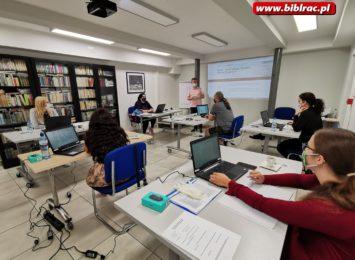 Biblioteka pomaga na trudnym rynku pracy