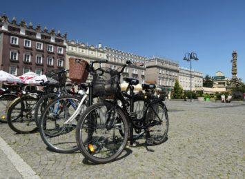 Trwają wakacje. Czy chętnie wsiadamy na rowery?