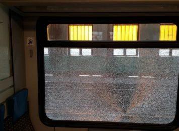 Kamieniem w pociąg! Koleje Śląskie liczą straty